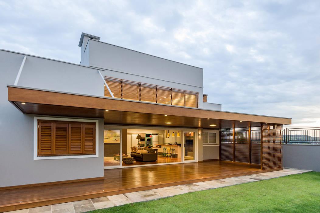Moderner Balkon, Veranda & Terrasse von Plena Madeiras Nobres Modern
