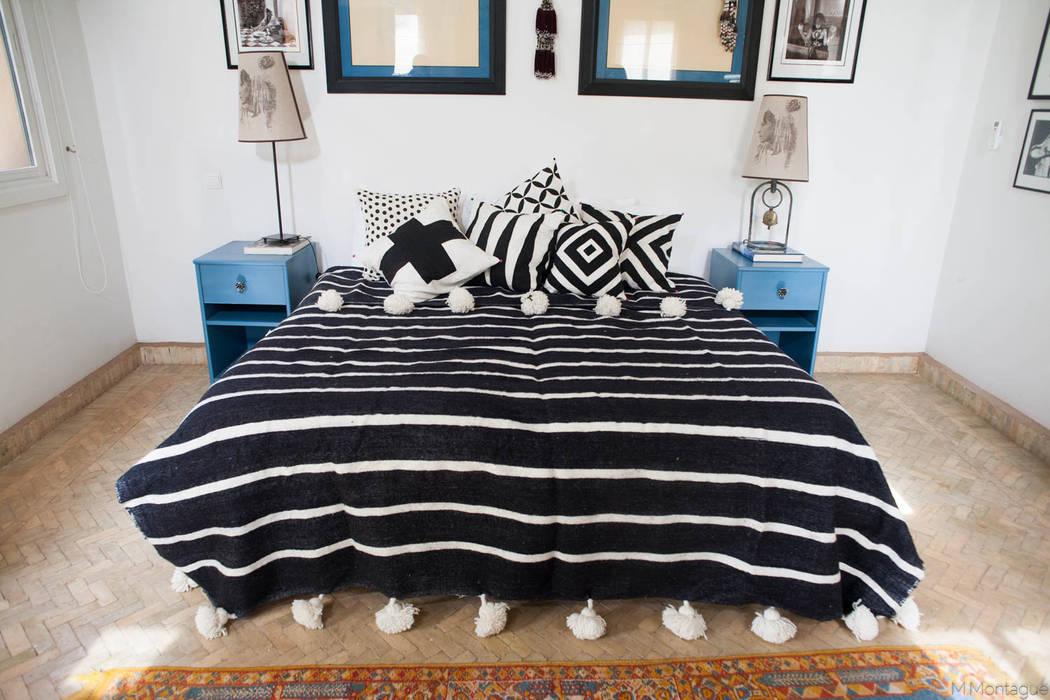 Moroccan Striped Black & White Pom Pom Blanket par M.Montague Souk Méditerranéen