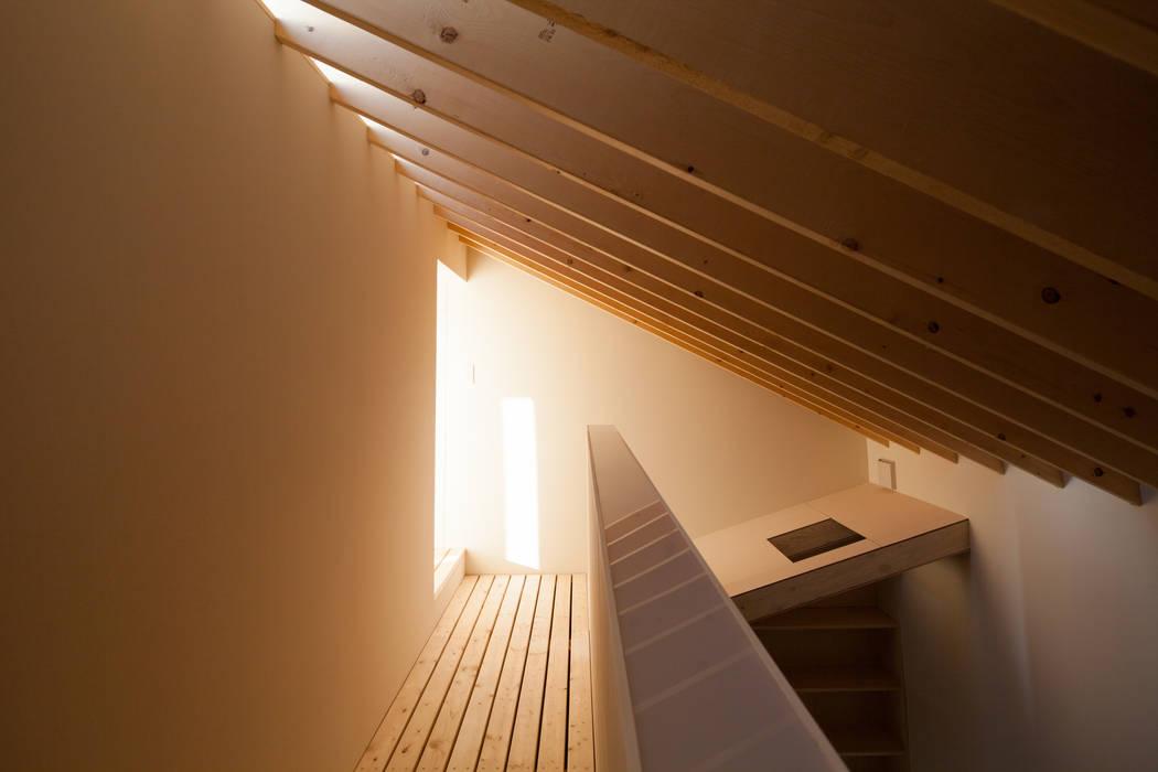 やすらぎの間上部 モダンスタイルの寝室 の 一級建築士事務所 Atelier Casa モダン