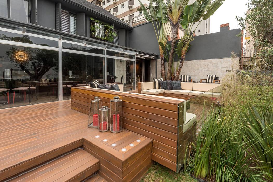 Modern style balcony, porch & terrace by Plena Madeiras Nobres Modern