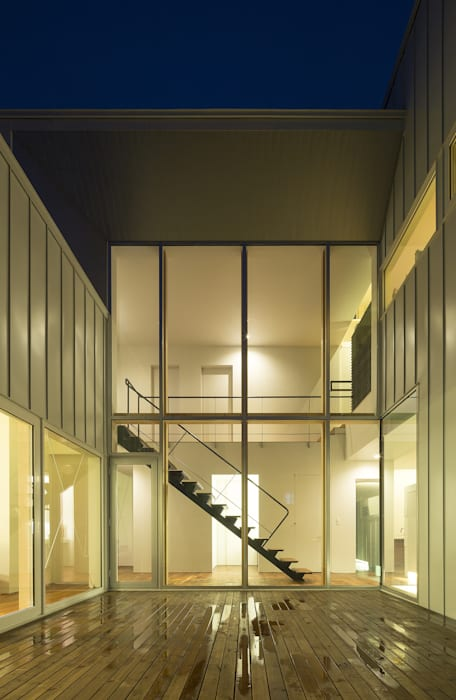コート(中庭)-1 モダンな 家 の 一級建築士事務所 Atelier Casa モダン