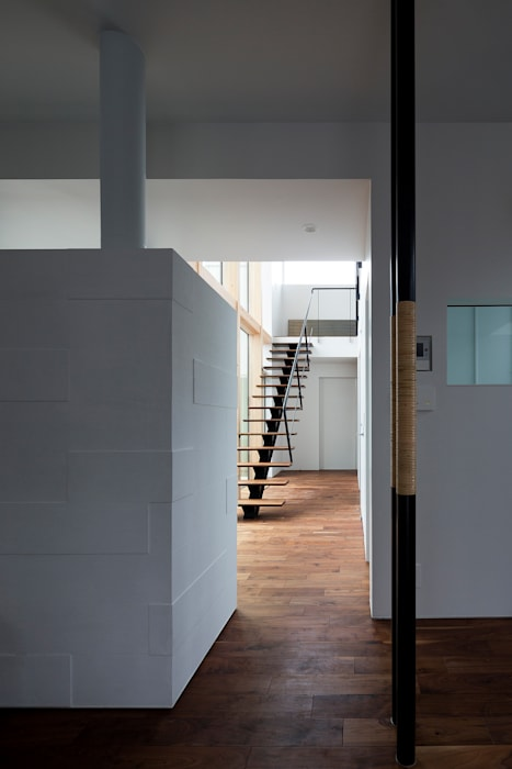 ホール モダンスタイルの 玄関&廊下&階段 の 一級建築士事務所 Atelier Casa モダン