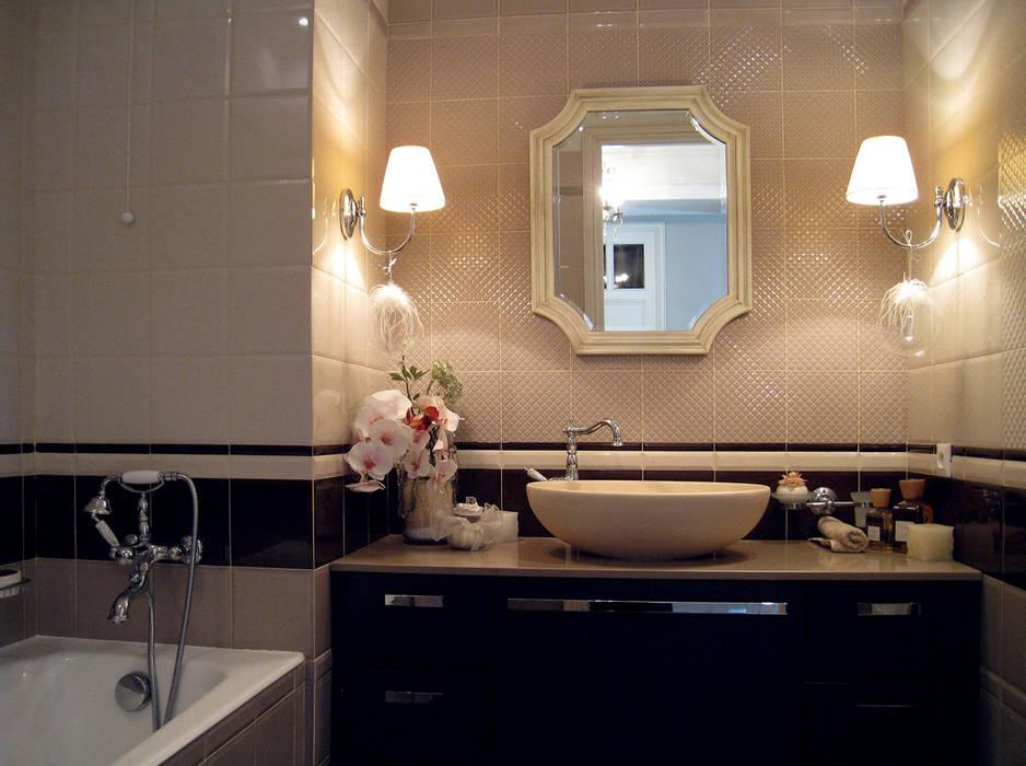 Contrast furniture in the Interior of a residence on Cote d'Azur.: Bagno in stile in stile classico di NG-STUDIO Interior Design