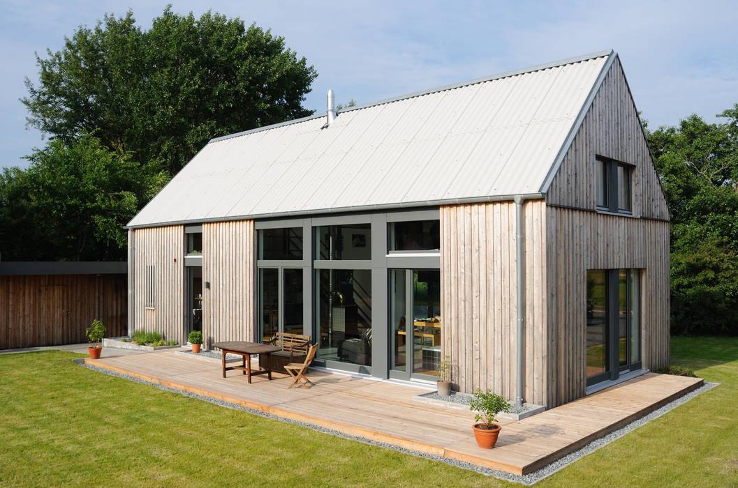Gartenansicht Moderne Häuser von JEBENS SCHOOF ARCHITEKTEN Modern