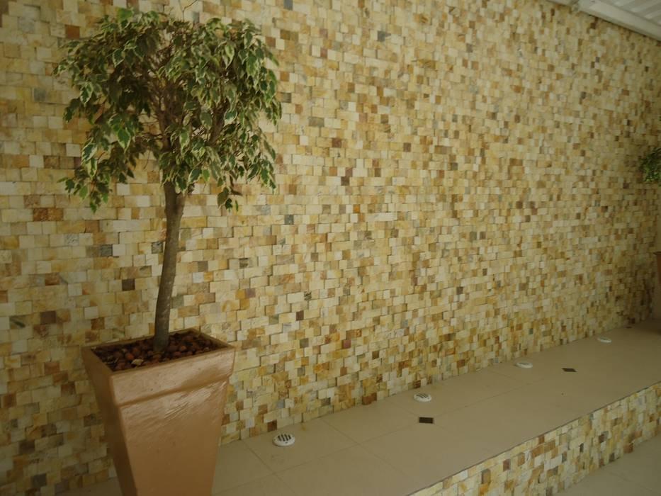 Mosaico São Tomé Amarelo 5x5 Locais de eventos modernos por DECOR PEDRAS PISOS E REVESTIMENTOS Moderno