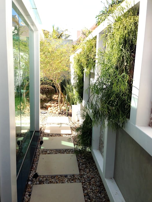 Casa 1: Corredores e halls de entrada  por ESTÚDIO danielcruz,