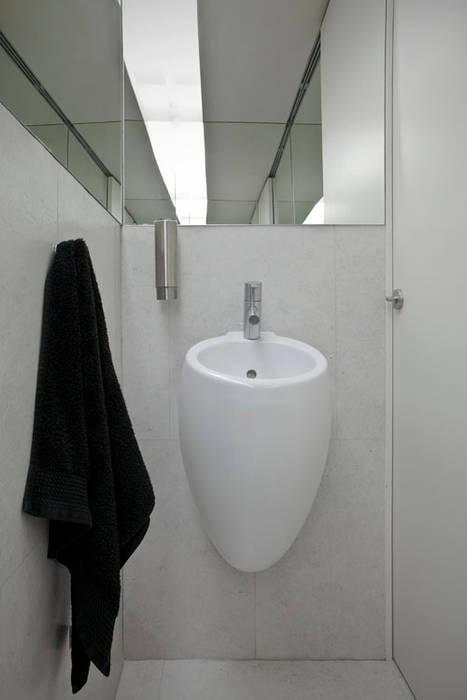 Baños de estilo  por A2OFFICE, Minimalista