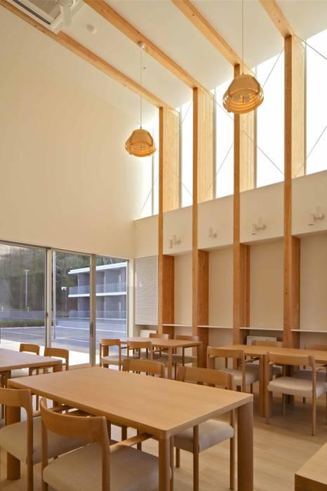 センターハウス食堂 モダンデザインの ダイニング の 株式会社ヨシダデザインワークショップ モダン