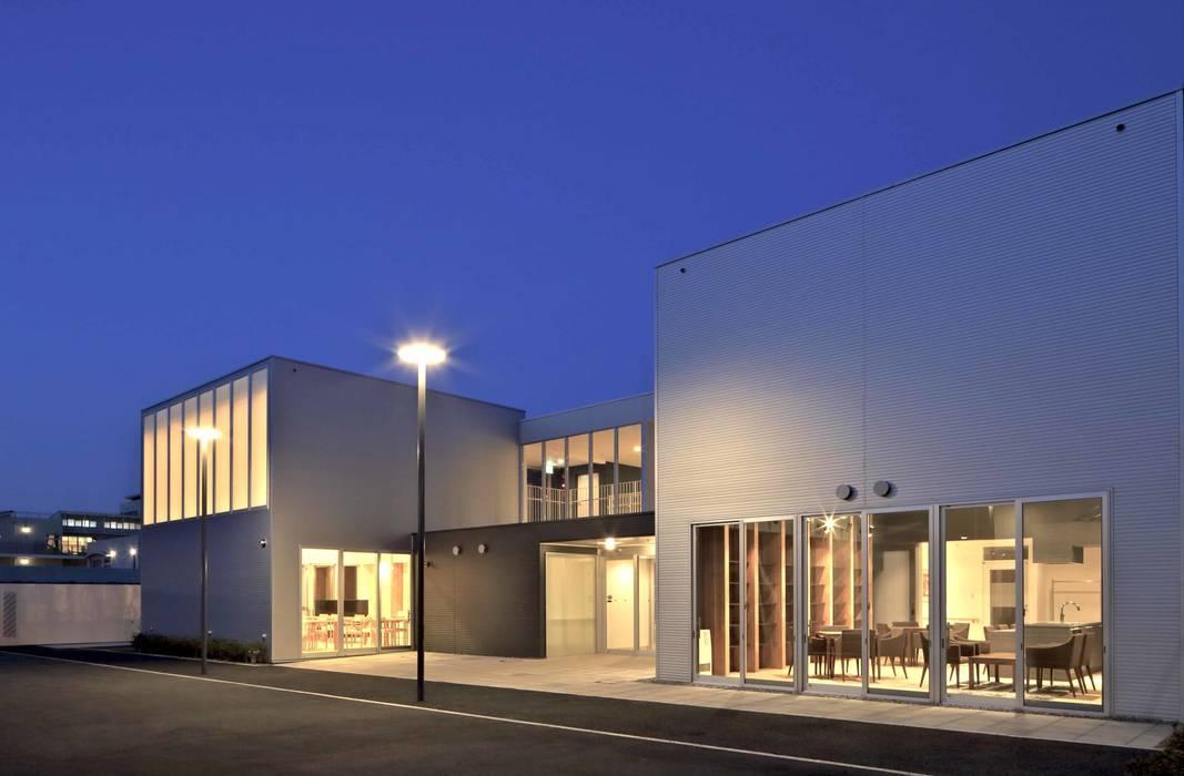 センターハウス夜景: 株式会社ヨシダデザインワークショップが手掛けた家です。