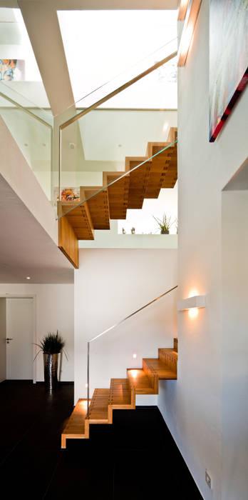 Nowoczesny korytarz, przedpokój i schody od brügel_eickholt architekten gmbh Nowoczesny