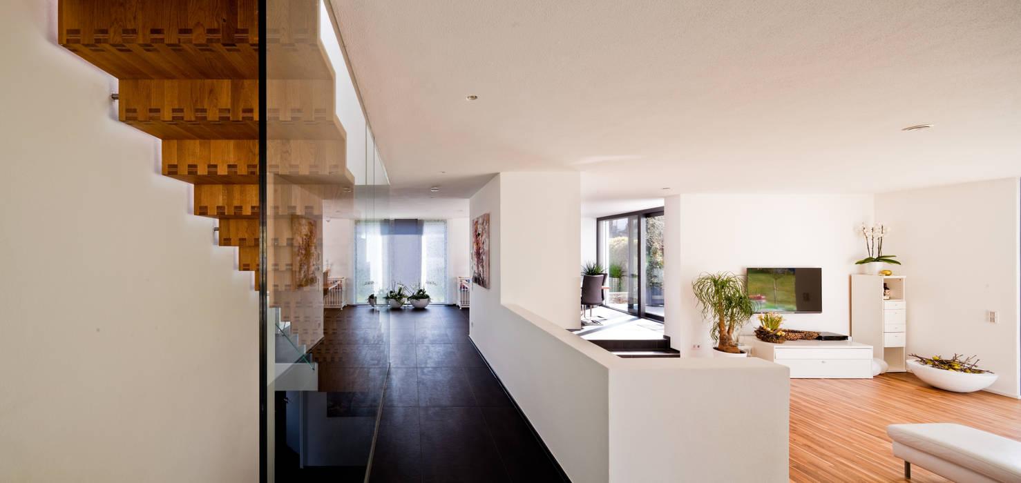 Ingresso, Corridoio & Scale in stile moderno di brügel_eickholt architekten gmbh Moderno