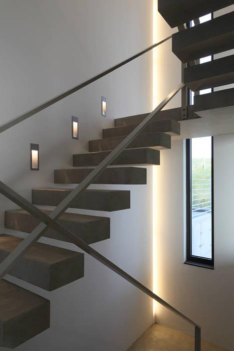 Couloir, entrée, escaliers modernes par wirges-klein architekten Moderne