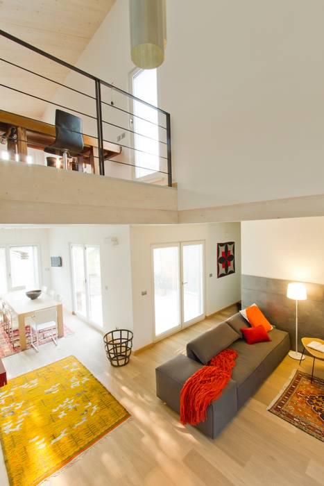 Livings modernos: Ideas, imágenes y decoración de DomusGaia Moderno