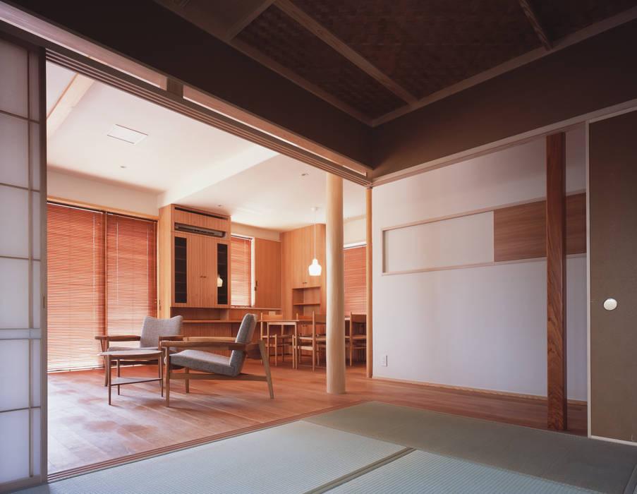 Phòng khách phong cách Bắc Âu bởi 矩須雅建築研究所 Bắc Âu