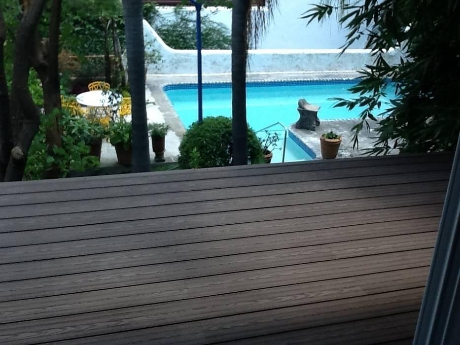 Decks en albercas con WPC Innover Albercas tropicales de Grupo Boes Tropical