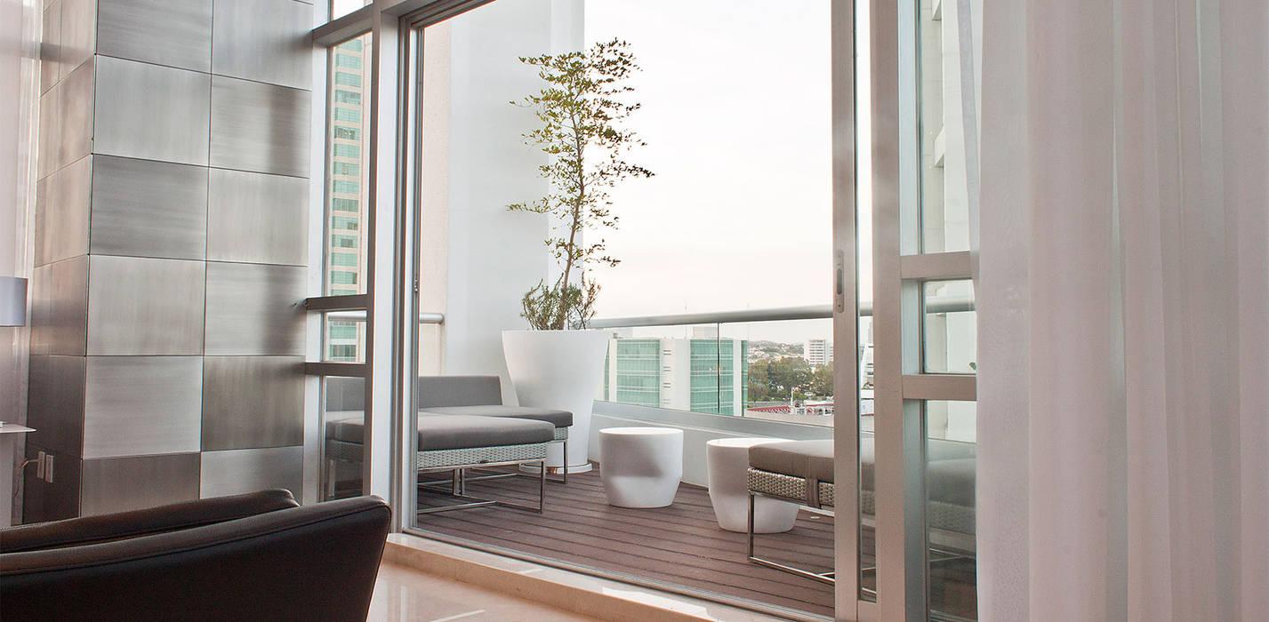 Torre Aura Altitud Balcones y terrazas modernos de STUDIO ALMEIDA DESIGN Moderno