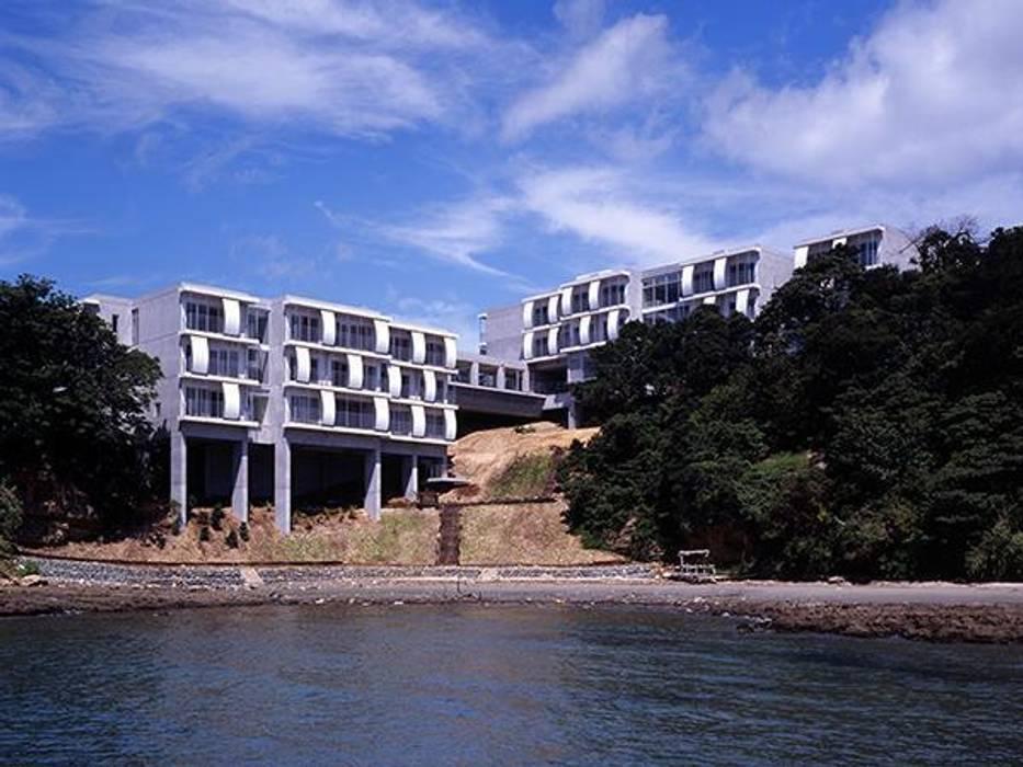海側から望む外観: 株式会社ヨシダデザインワークショップが手掛けた家です。