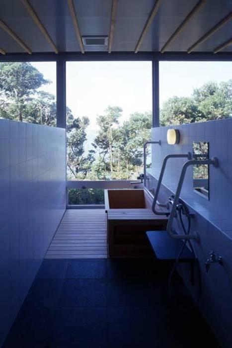 デイサービスの浴室: 株式会社ヨシダデザインワークショップが手掛けた浴室です。
