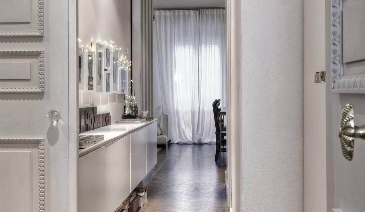 Couloir, entrée, escaliers modernes par cristina zanni designer Moderne