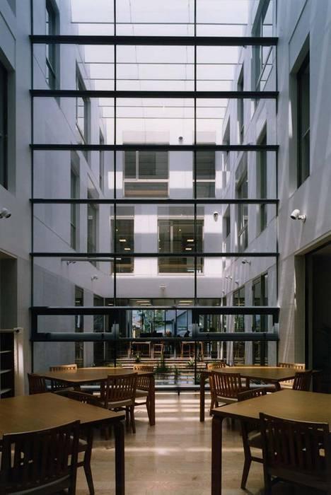 1階デイサービス: 株式会社ヨシダデザインワークショップが手掛けたリビングです。