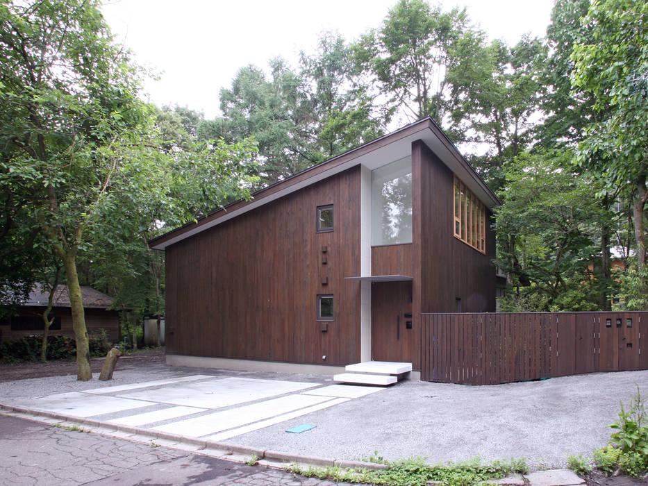 木立に佇む家: 設計事務所アーキプレイスが手掛けた家です。,