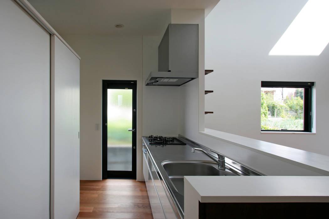 猫と暮らす中庭のある家 設計事務所アーキプレイス モダンな キッチン