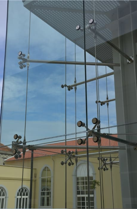 Detalhe da fachada: Casas  por Pentagonal