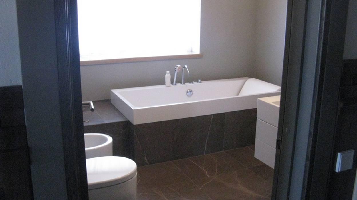 Bathroom by Архитектор Владимир Калашников , Classic