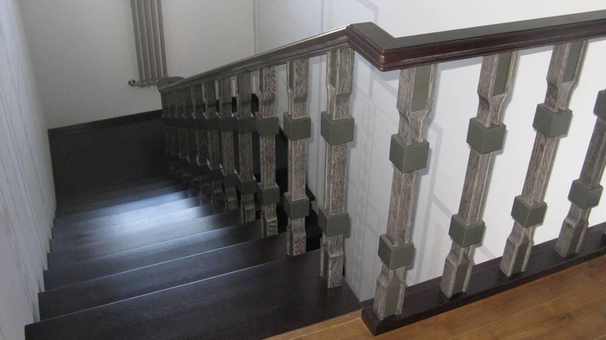 クラシカルスタイルの 玄関&廊下&階段 の Архитектор Владимир Калашников クラシック