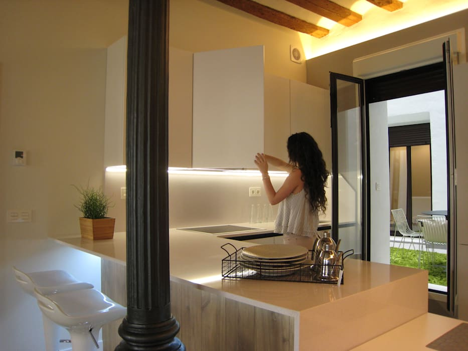 Reforma de vivienda en el Centro de Pamplona Cocinas de estilo escandinavo de Rooms de Cocinobra Escandinavo