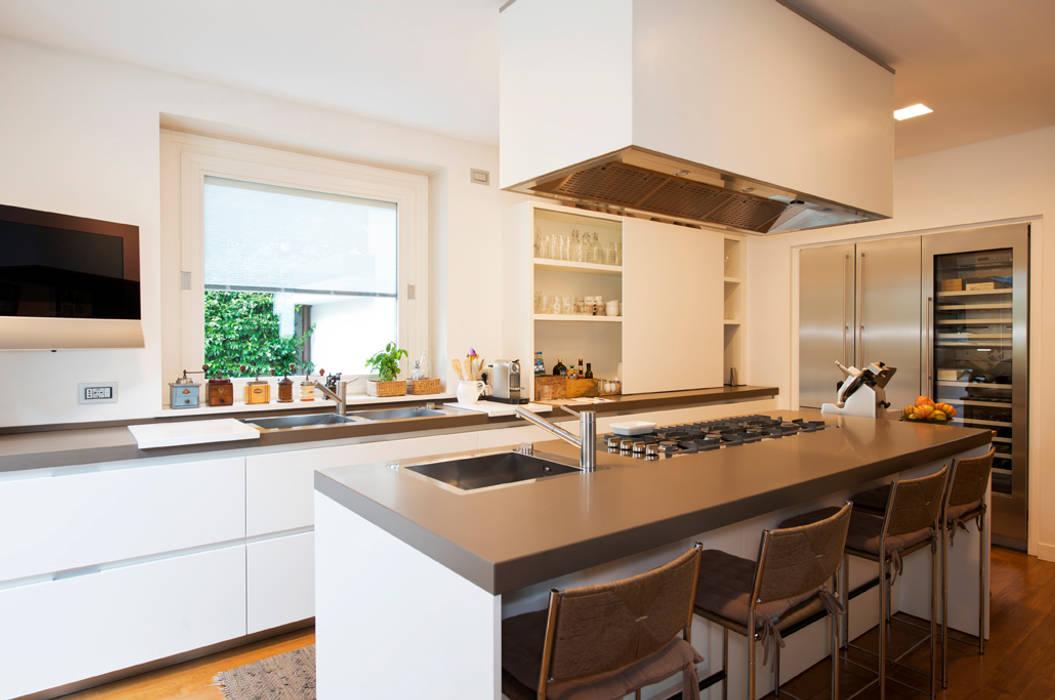 Kitchen by FASE ARCHITETTI ASSOCIATI,