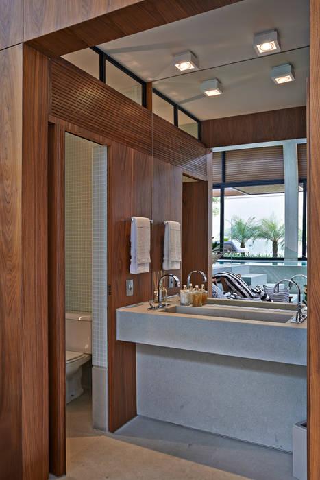 Salle de bain moderne par Beth Nejm Moderne