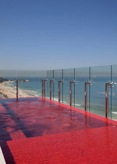 Cobertura Pancetti: Piscinas  por InTown Arquitetura e Construção LTDA,