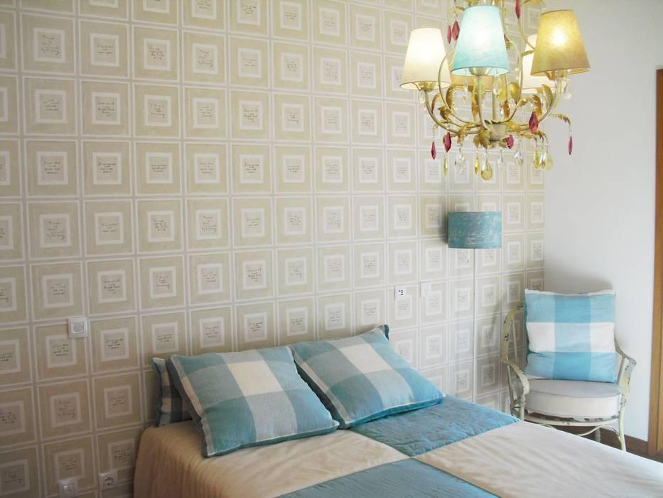 Nursery/kid's room by Stoc Casa Interiores,