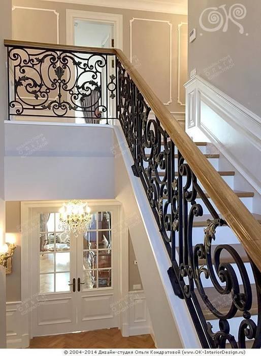 Лестничный марш в дизайне дома Коридор, прихожая и лестница в классическом стиле от Дизайн студия Ольги Кондратовой Классический