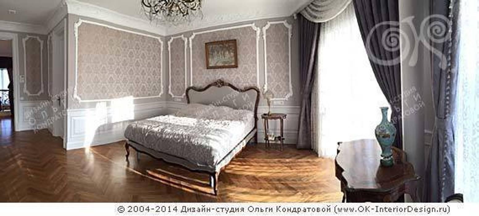 Интерьер спальни в дизайне дома: Спальни в . Автор – Дизайн студия Ольги Кондратовой, Классический