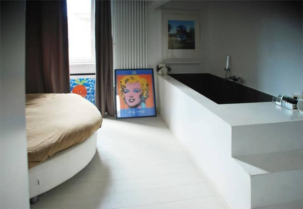 Camera da letto, vista sulla vasca: camera da letto in stile ...