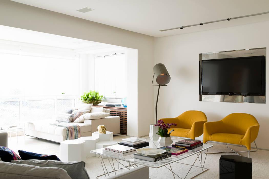 Panamby apartment: Salas de estar  por DIEGO REVOLLO ARQUITETURA S/S LTDA.,