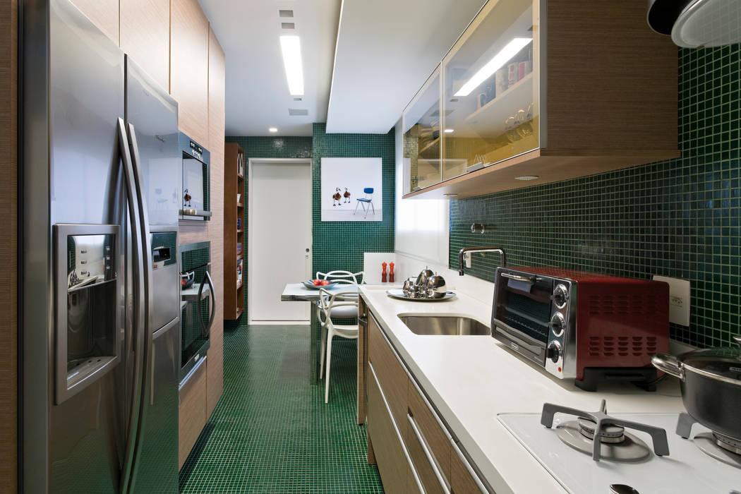 Panamby Apartment Cozinhas modernas por DIEGO REVOLLO ARQUITETURA S/S LTDA. Moderno