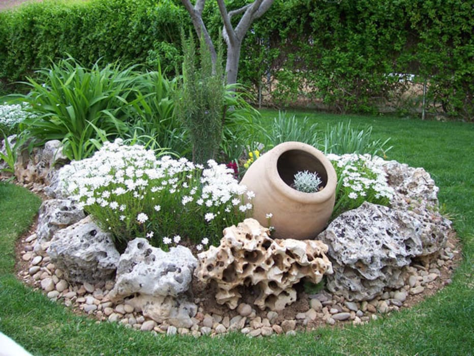 Rustic style garden by Rocalla Rustic
