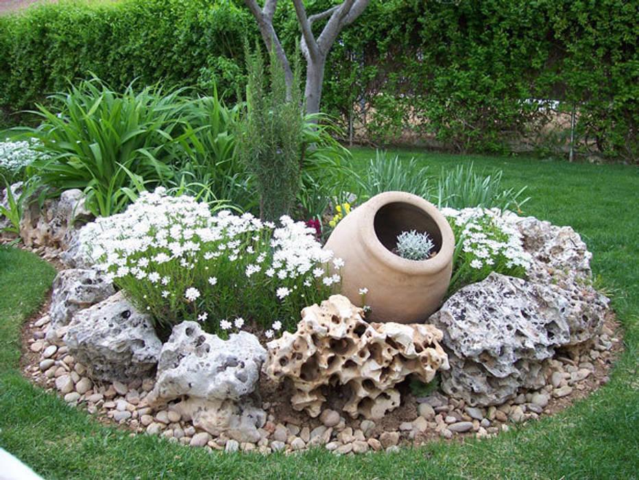 Vườn phong cách mộc mạc bởi Rocalla Mộc mạc