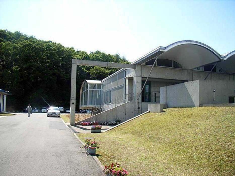 既存建物 モダンな 家 の 株式会社ヨシダデザインワークショップ モダン