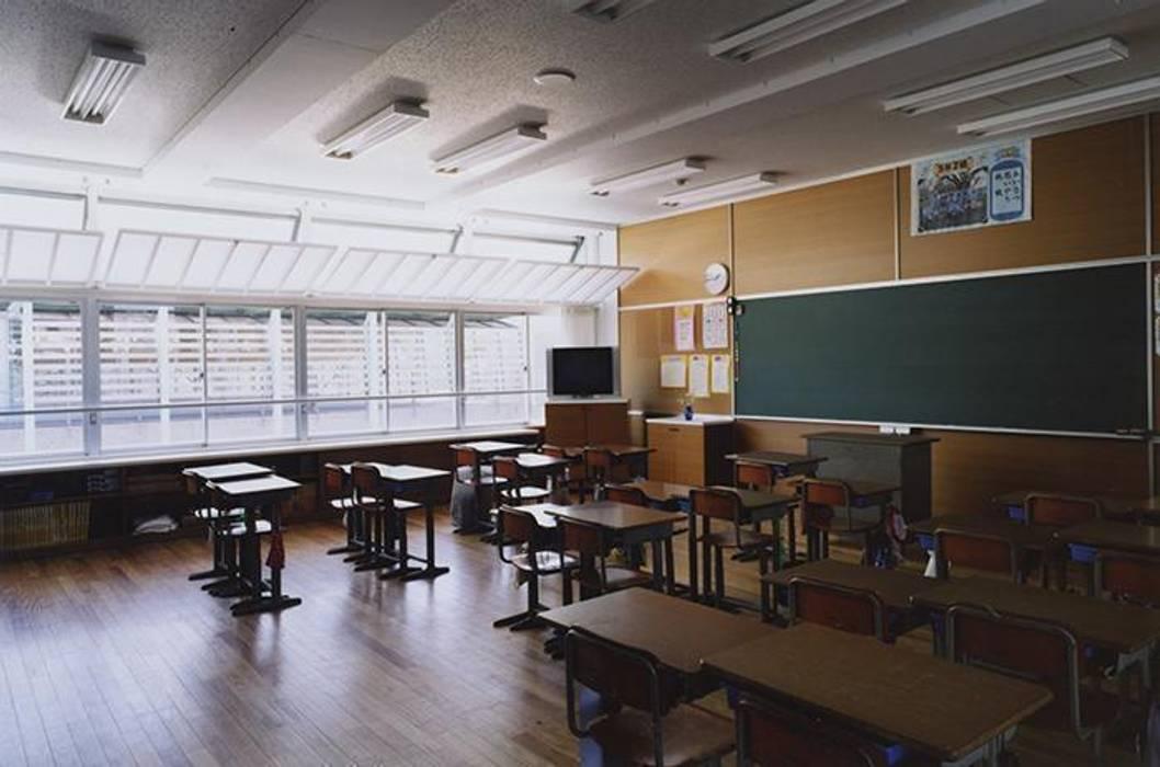 普通教室 モダンデザインの 書斎 の 株式会社ヨシダデザインワークショップ モダン