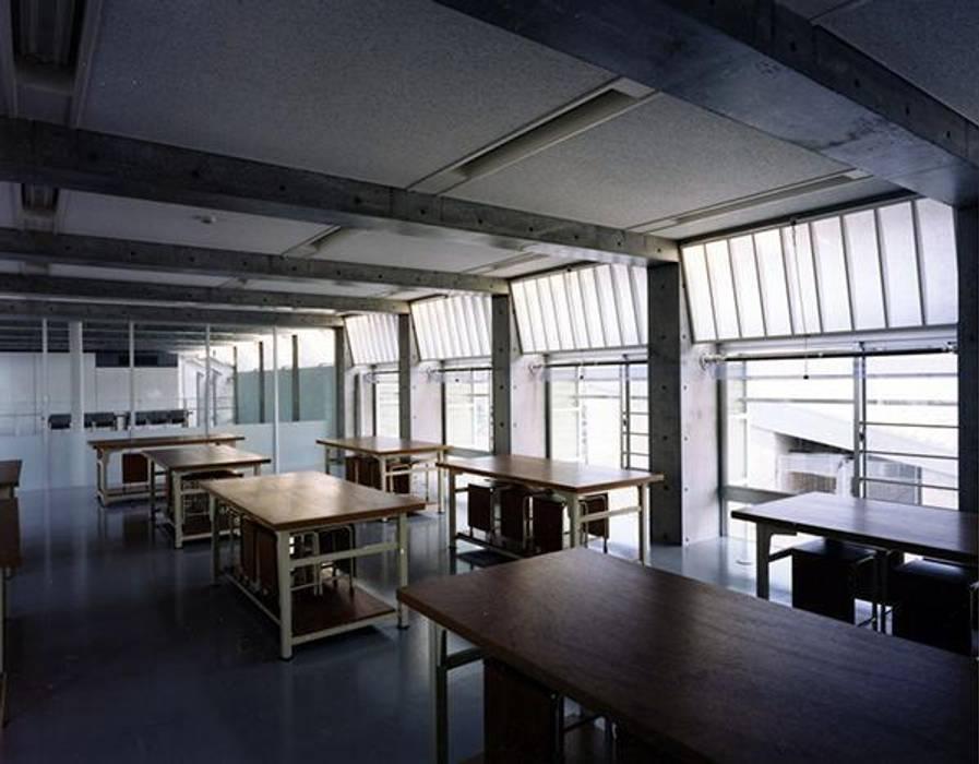 教室: 株式会社ヨシダデザインワークショップが手掛けた書斎です。