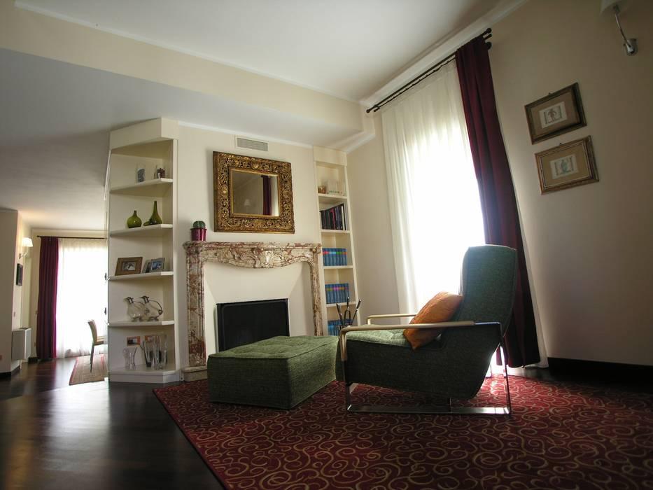 Snodo con angolo relax: Ingresso & Corridoio in stile  di STUDIO ZERO 30