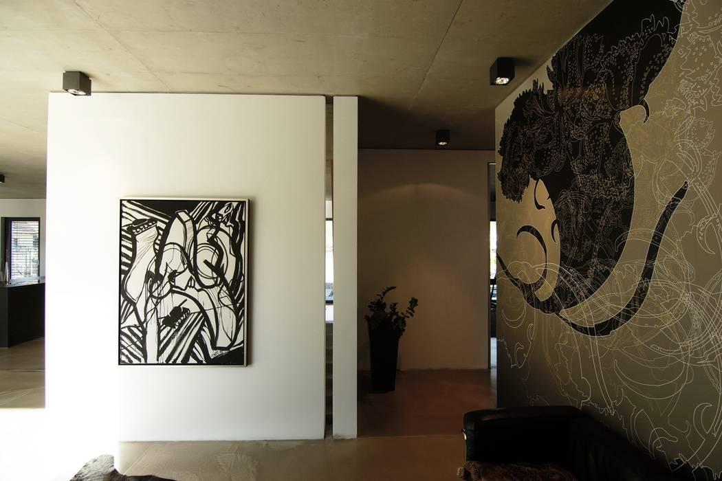 Pasillos, vestíbulos y escaleras de estilo moderno de aprikari gmbh & co. kg Moderno