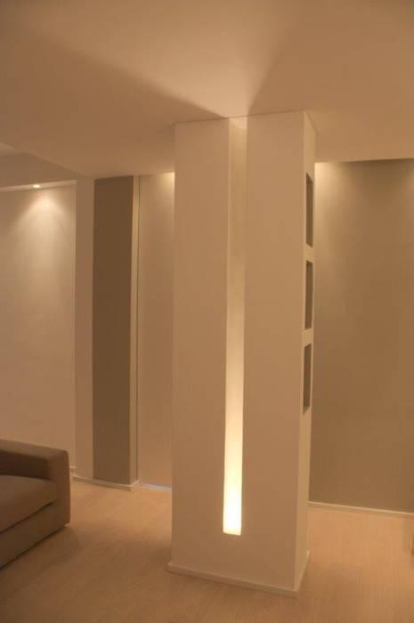 Dettagli del pilastro: Soggiorno in stile  di Silvia Panaro Architettura e Design