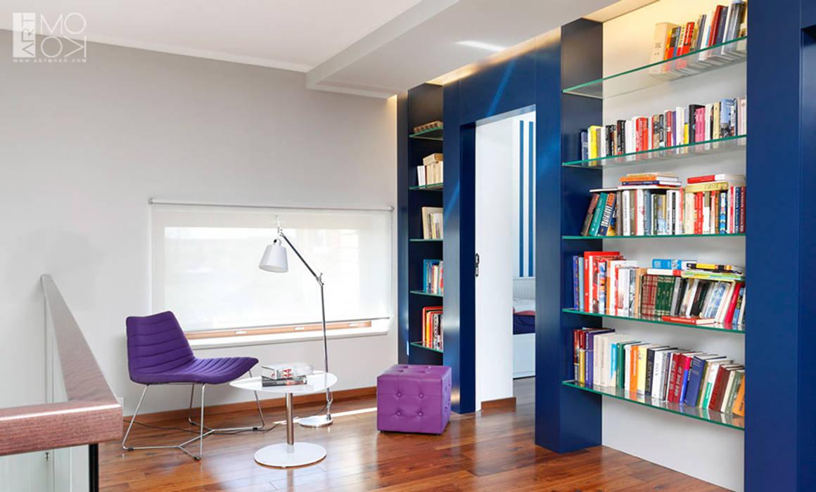 Domowa biblioteka Nowoczesne domowe biuro i gabinet od Pracownia projektowa artMOKO Nowoczesny