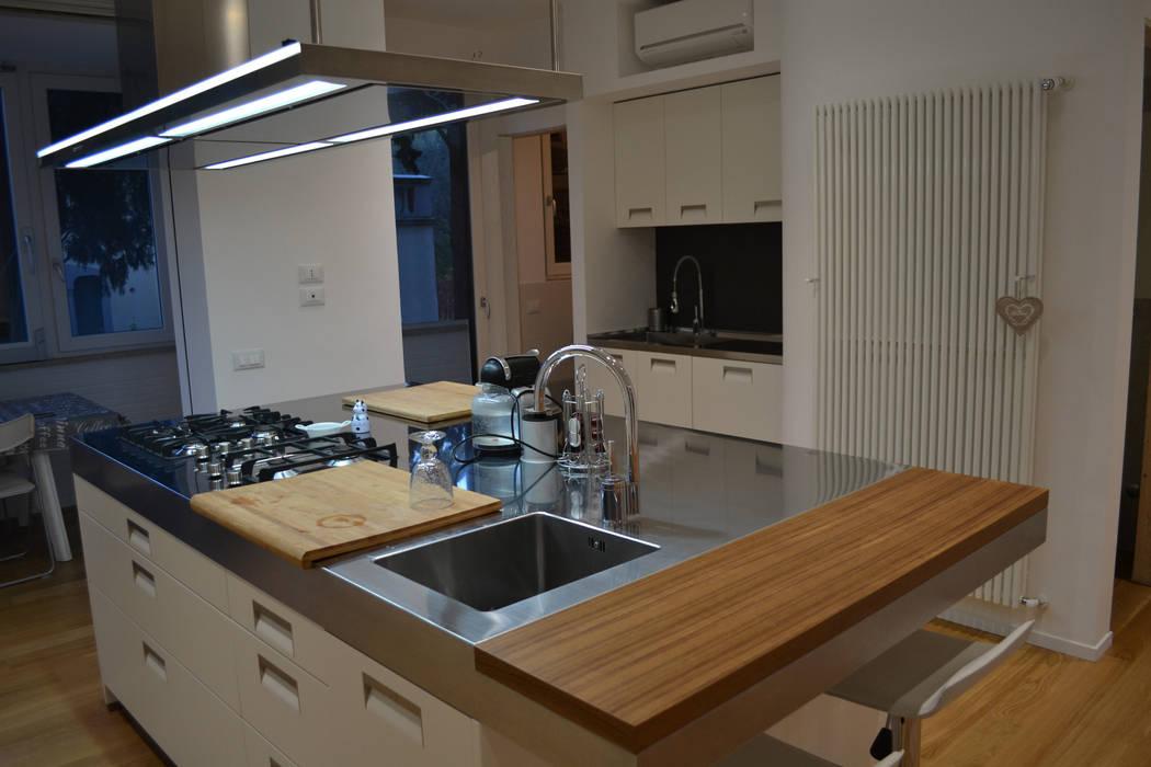Cocinas de estilo moderno de arclinearoma Moderno
