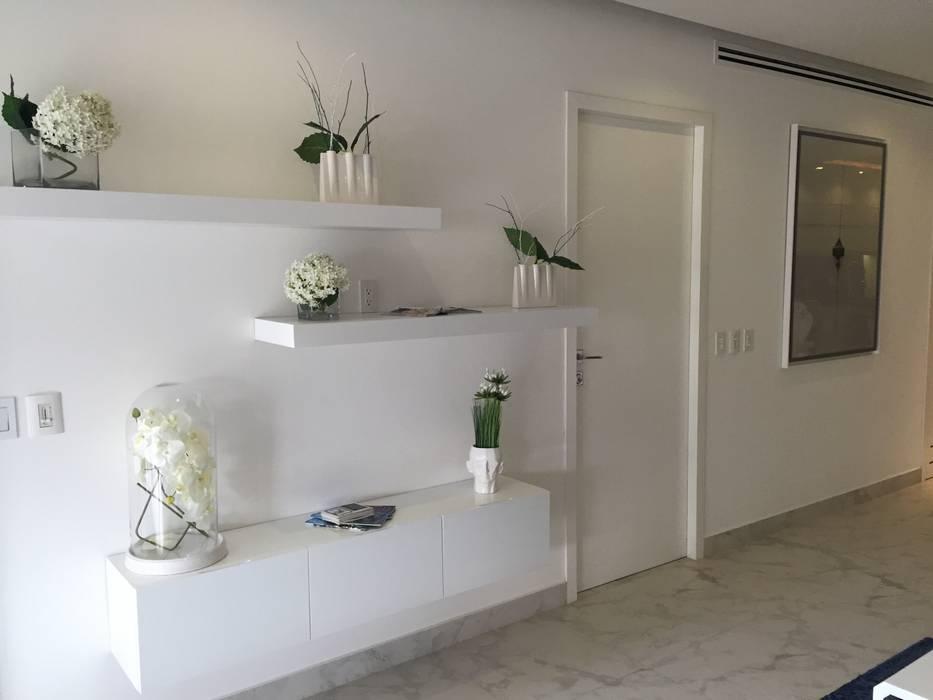 D´TERRACE MODEL UNIT Salas multimedia minimalistas de DECO Designers Minimalista
